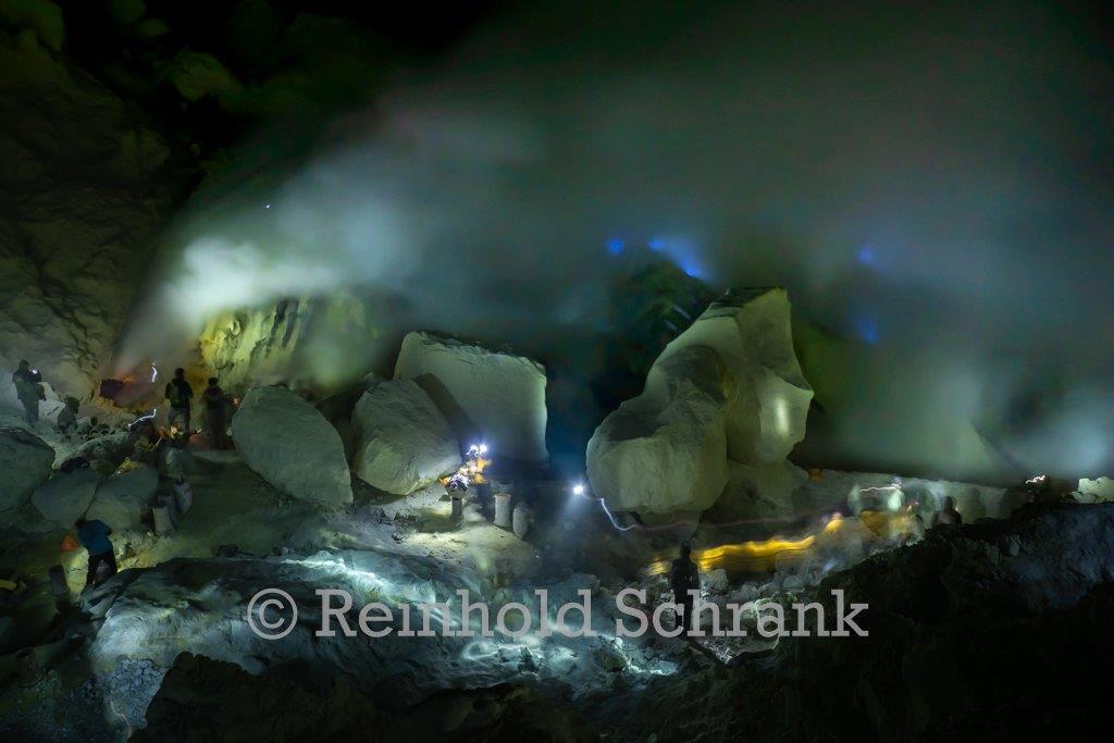 Die blauen Feuer im Ijen-Krater
